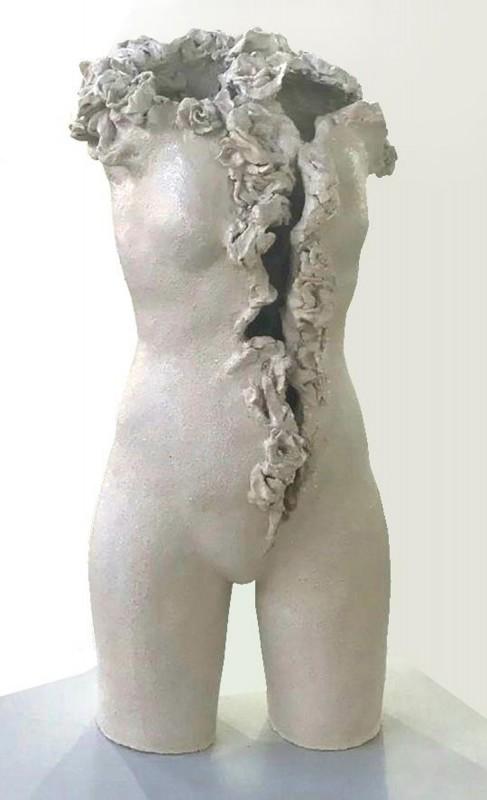 Venus Rajada, 2017, gres esmaltado, 100 x 60 x 40 cm.
