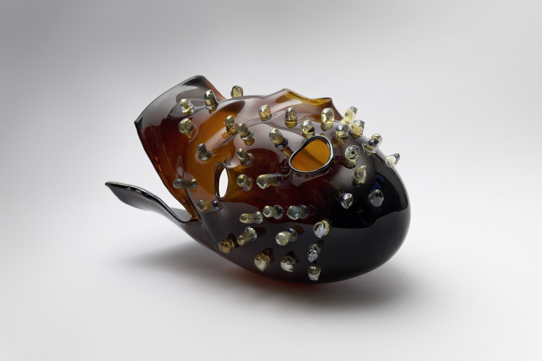 Helmet, 2018, Vidrio soplado, 40 x 30 x 26 cm.