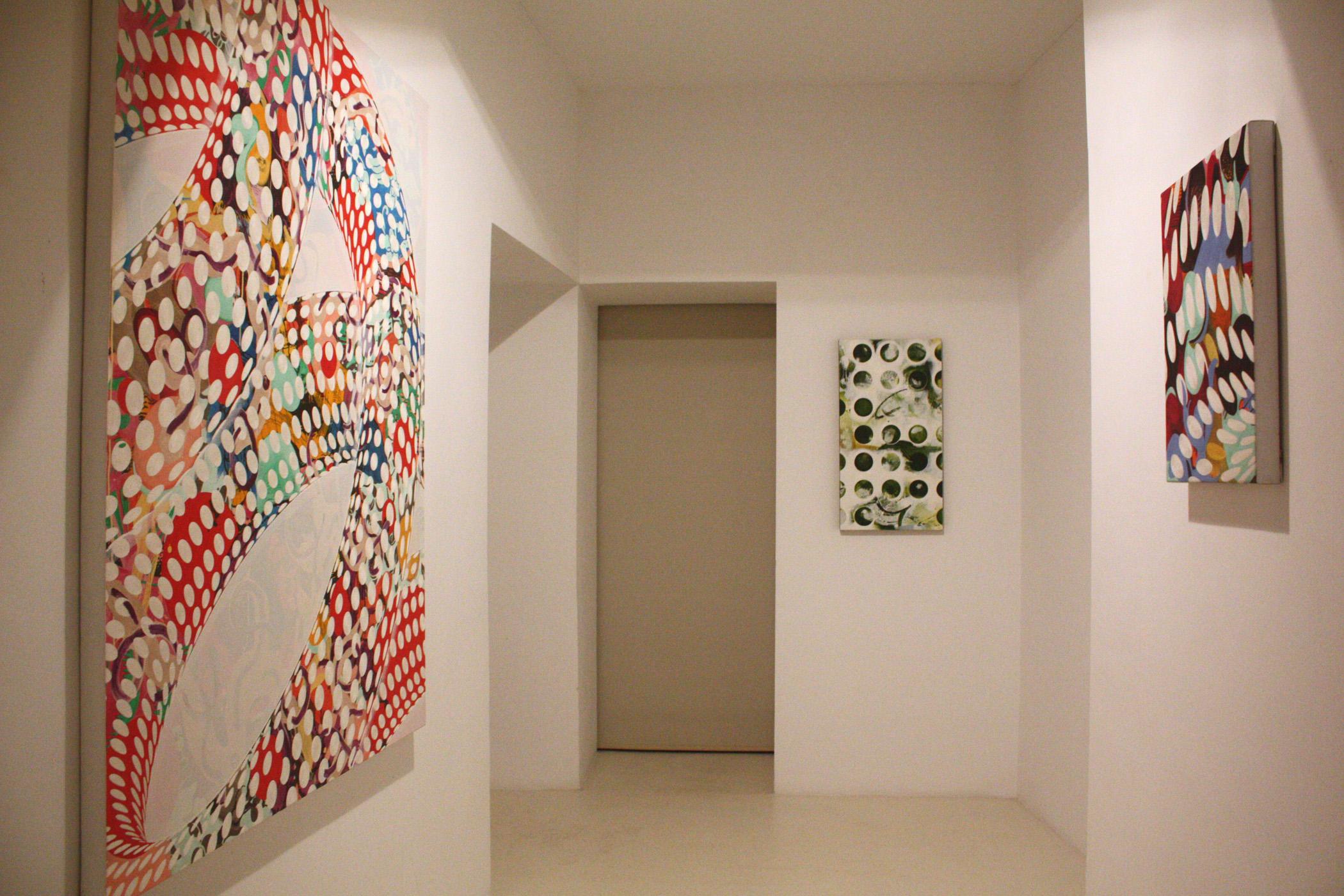 Vista de la exposición Espacios y Loops de Adrián Navarro en Palma, 2014